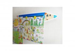Держатель для детских рисунков в детском саду